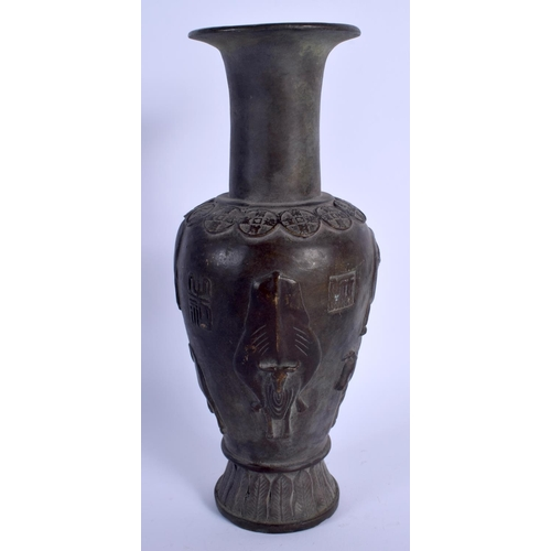 2090 - A CHINESE BRONZE VASE 20th Century. 26 cm high....