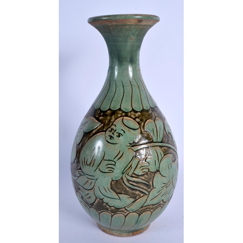 2092 - A CHINESE GREEN GLAZED STONEWARE VASE 20th Century. 27 cm high....