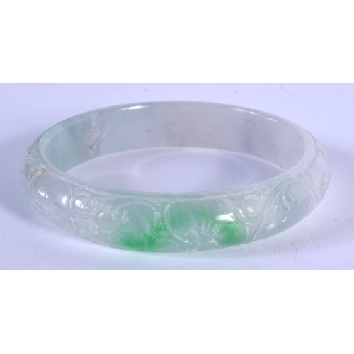 2166 - A CHINESE CARVED AGATE BANGLE 20th Century. 6.75 cm diameter....
