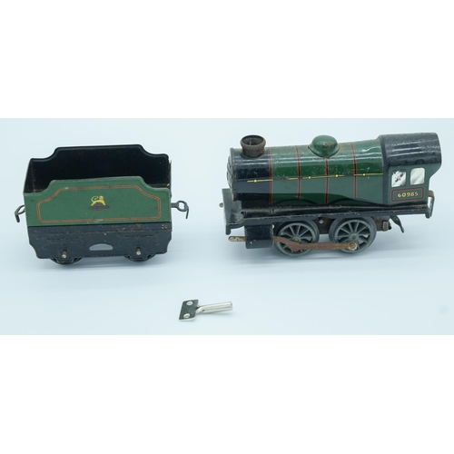 4003 - A Hornby wind up Tin plate model train and carriage 13cm . (2)...