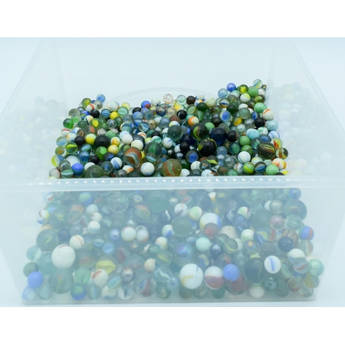 4004 - A Large collection of Marbles. (qty)...