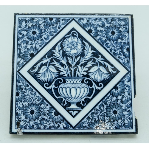 4050 - Five Victorian Minton China works Aesthetic blue and white tiles 15 x 15 cm (5)....