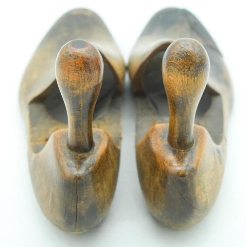 4095 - A pair of vintage shoe makers lasts 30cm (2)....