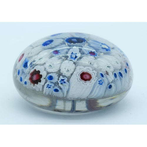 4154 - A Vintage Paperweight   5 cm ....