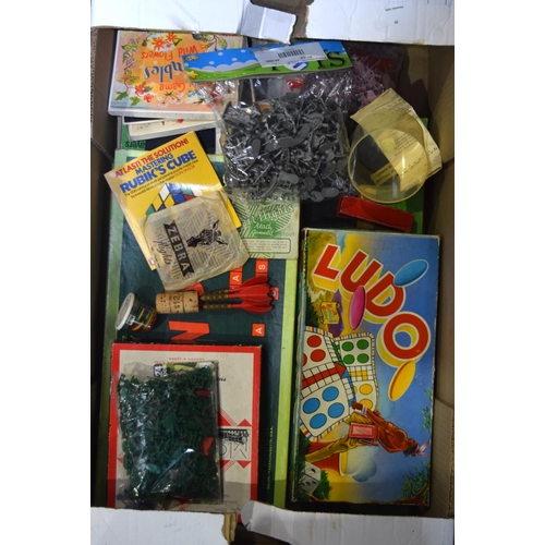 4384 - Miscellaneous collection of vintage Toys and games qty....