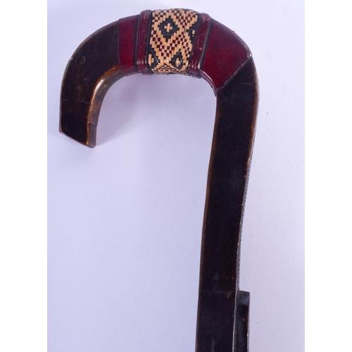 807 - AN UNUSUAL EARLY 20TH CENTURY FOLK ART WICKER BOUND WALKING CANE. 83 cm long....