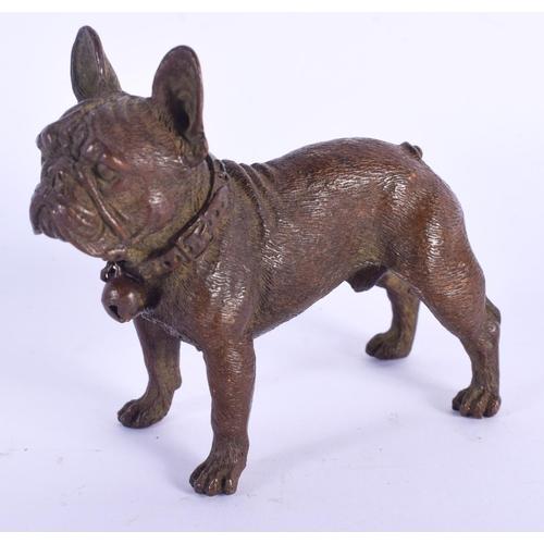 825 - A CONTEMPORARY BRONZE FIGURE OF A DOG. 6 cm x 5 cm....