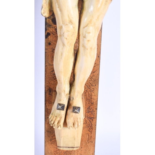 837 - A LARGE 18TH CENTURY EUROPEAN CARVED IVORY CRUCIFIX CORPUS CHRISTI possibly earlier, together with t...
