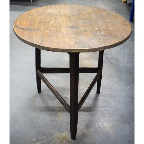 840 - AN OAK CRICKET TABLE. 68 cm x 78 cm....