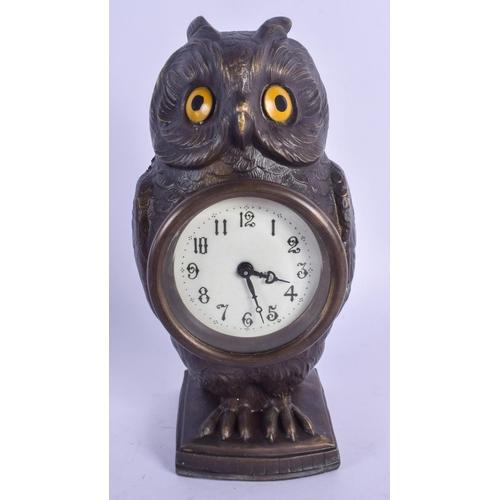 940 - A CONTEMPORARY BRONZE OWL CLOCK. 16.5 cm high....