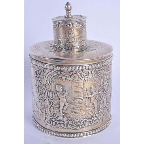 979 - A VICTORIAN DUTCH IMPORT SILVER TEA CADDY. London 1891. 11 cm x 7 cm. 171 grams....