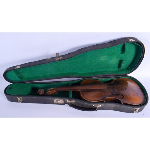 471 - A TWO PIECE BACK STAINER VIOLIN. 57 cm long....