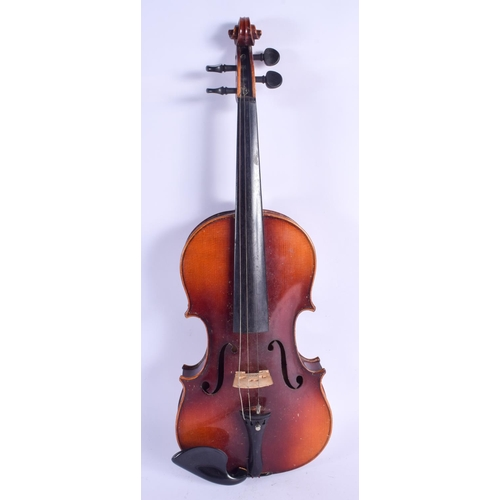 472 - A TWO PIECE BACK VIOLIN with bow. 57 cm long. (2)...