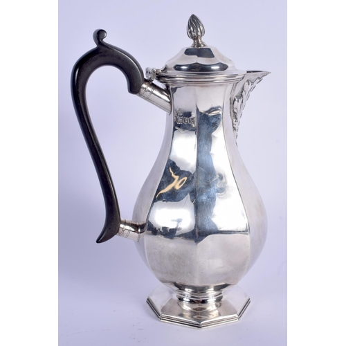 791 - AN EDWARDIAN SILVER COFFEE POT. London 1905. 506 grams. 23 cm high....