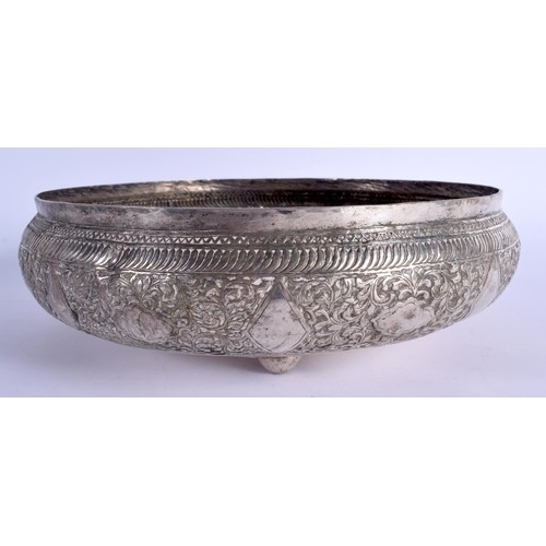 796 - A 19TH CENTURY MIDDLE EASTERN ISLAMIC SILVER BOWL. 320 grams. 25 cm diameter....