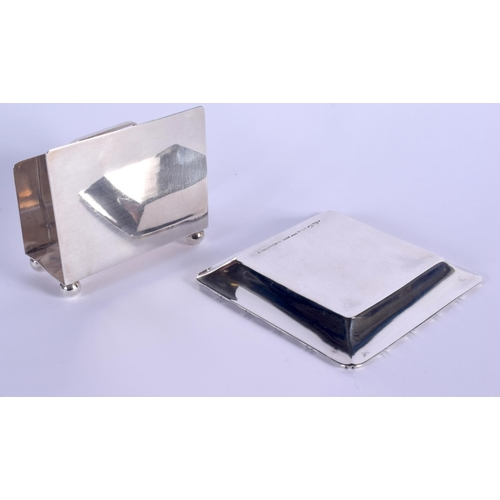 770 - TWO 1960S HONG KONG WAI KEE SILVER GOLFING TOURNAMENT ITEMS. 139 grams. Largest 7.5 cm wide. (2)...