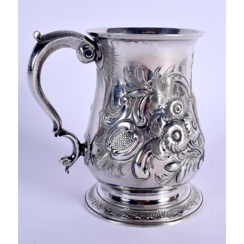 784 - AN ANTIQUE SILVER MUG decorated with foliage. London 1828. 339 grams. 13 cm high....