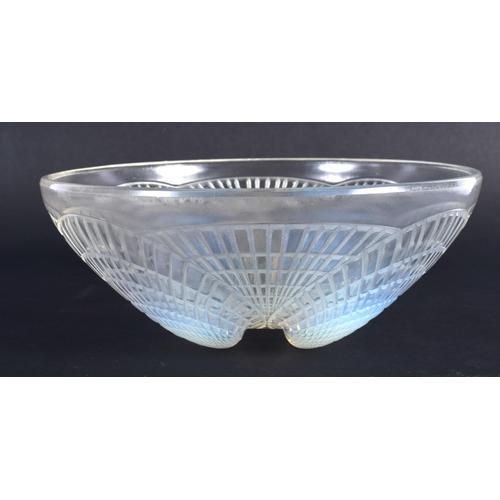43 - A CHARMING ART DECO RENE LALIQUE FRENCH GLASS BOWL Coquilles Pattern C1924, model 3203. 16 cm diamet...