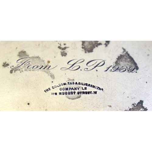 20 - AN ART DECO SILVER MUG. London 1938. 294 grams. 9 cm x 11 cm.