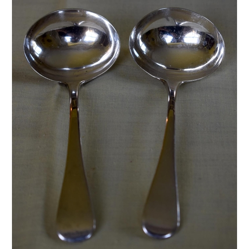 22 - A PAIR OF GEORGE III SILVER LADLES. London 1806. 92 grams. 15 grams.