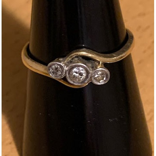 101 - 18ct gold 3 stone diamond ring 2.06gms, ring size O