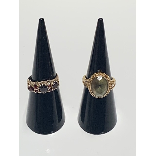 118 - 9ct gold 3 large and 4 small red stone ring, ring size J/K and 9ct gold opaque green stone ring, rin...
