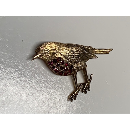 121 - 9ct gold 'Robin' brooch with 14 stones ruby encrusted breast. 5.04gm