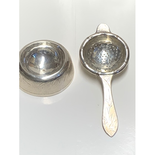 137 - Chinese Tackhing sterling silver tea strainer and stand - stamped 0 - 145gms