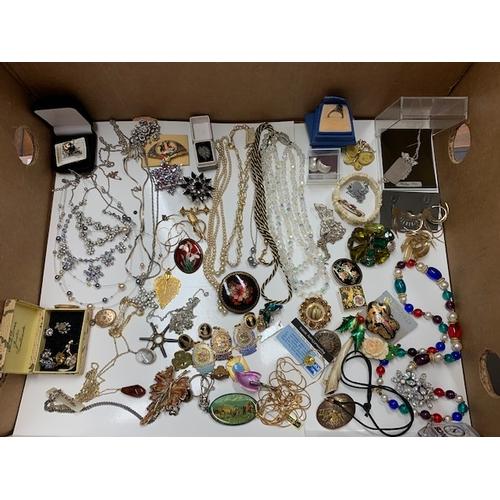 91 - Box costume jewellery