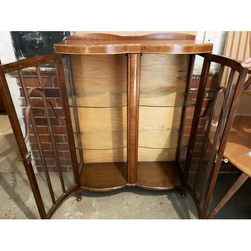 551 - Edwardian mahogany display cabinet with astragal glazed doors, ht 49