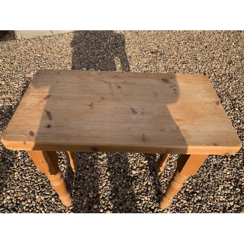 561 - Mid 20th Century pine side table 31