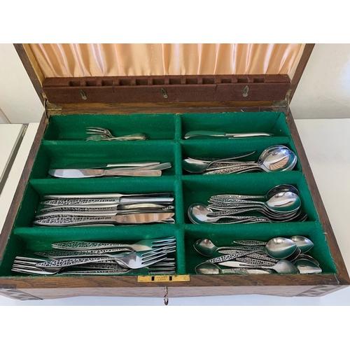 220 - Oak canteen containing qty cutlery, canteen 17