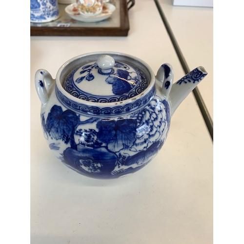 259 - 19th Century oriental blue and white tea pot 7