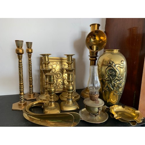 226A - Qty old brassware including 15