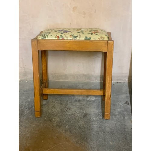 480 - Small art deco style stool with shaped legs 17