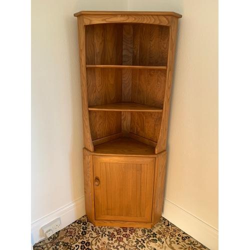 533 - Retro Ercol elm corner cupboard, 3 open shelves over cupboard, width 29