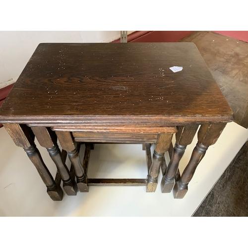 431 - Oak nest of 3 tables