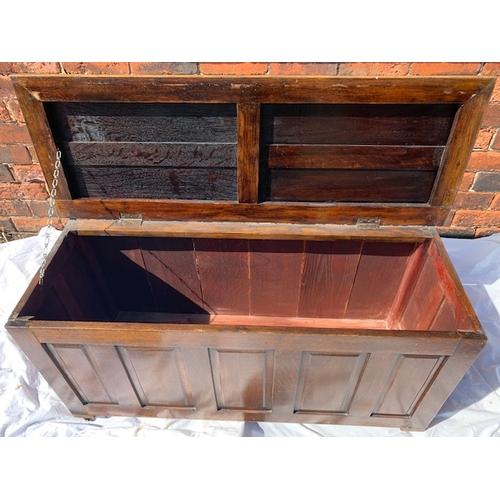 543 - 1930's oak blanket box, 46