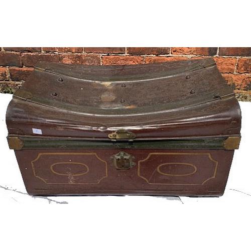 556 - Tin trunk