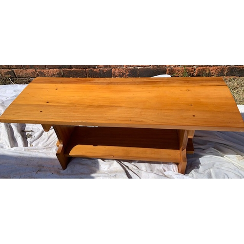 559 - Small pine bench, 40