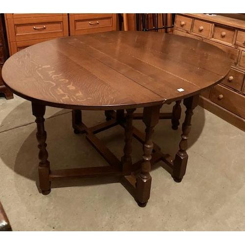 577 - Oak fall leaf table, 42