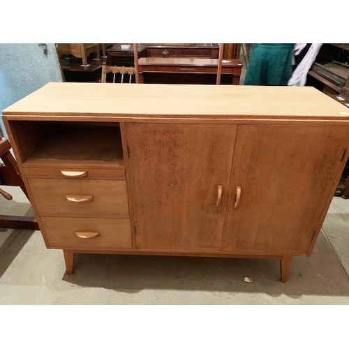 592 - Retro light oak sideboard, 54