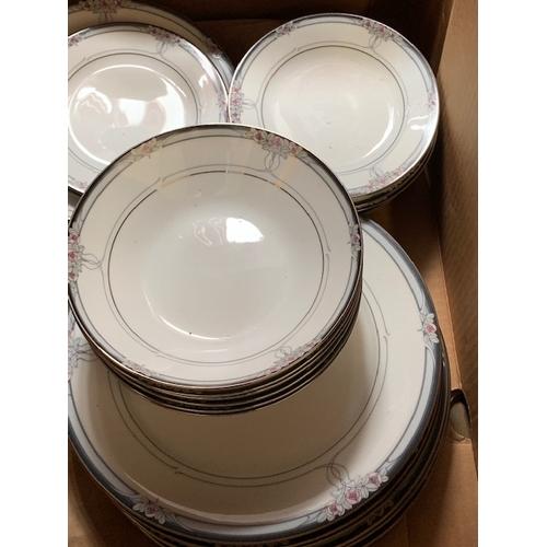 605 - 52 pce Noritake 'Legendary' dinner service
