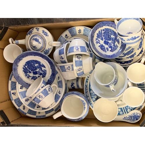 606 - Box blue and white ware