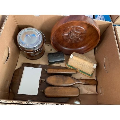 608 - Box of treen