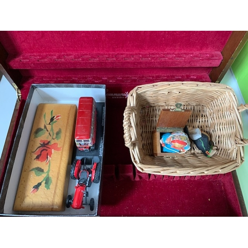 621 - Box of treen and other