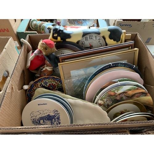 637 - 2 boxes of decorative china