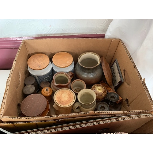 643 - 2 boxes of stoneware and brownware