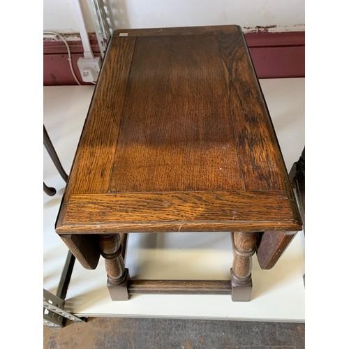 430 - Oak drop leaf side table 20