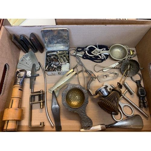 229 - Box of vintage kitchenalia